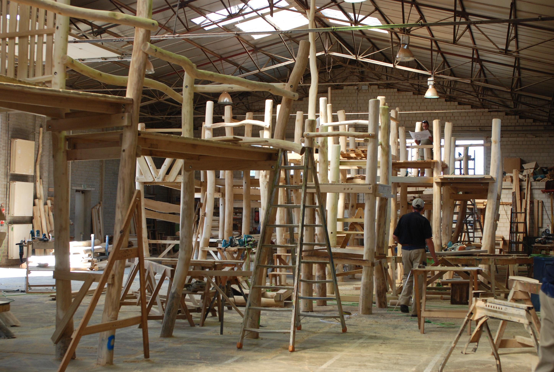 Abenteuer für Kinder: SIK stellt riesige Spielplätze aus Robinienholz her.