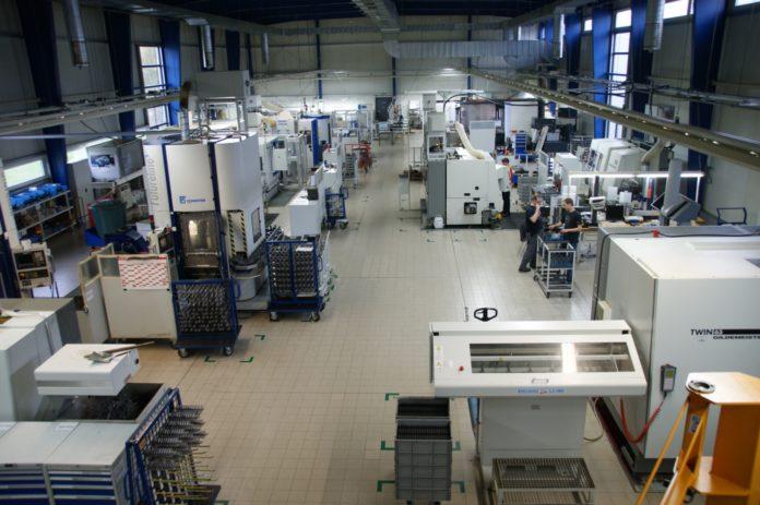 Produktionshalle der Hör Gruppe in der Oberpfalz: Produkte der Antriebstechnik hergestellt, unter anderem für Porsche.