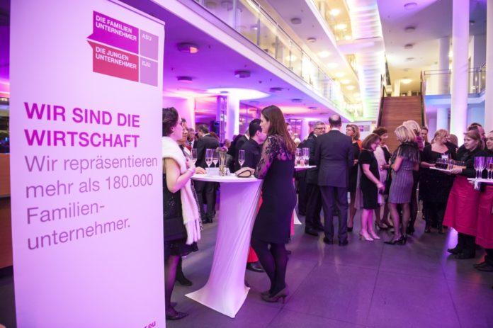 Knapp 200 Unternehmer aus Bayern trafen sich zum Jahresempfang bei der KPMG in München.