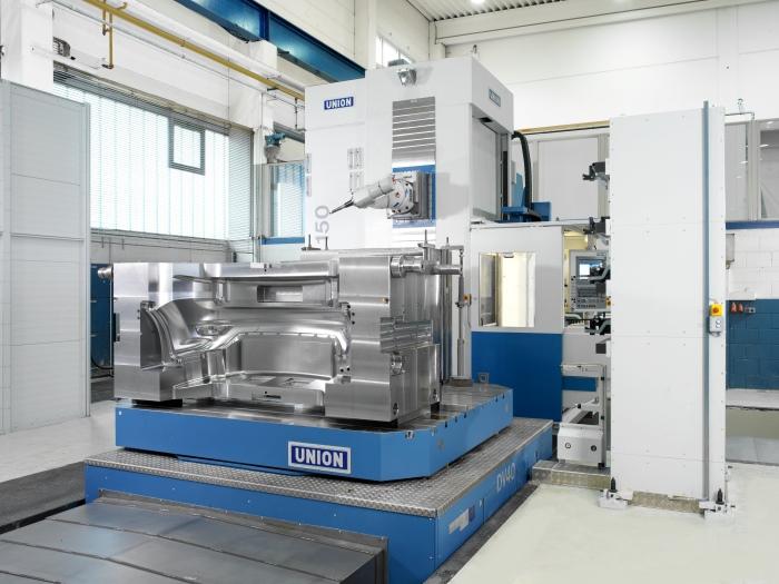 CNC-Fräser: Das hessische Unternehmen stellt Werkzeuge und Bauteile her.