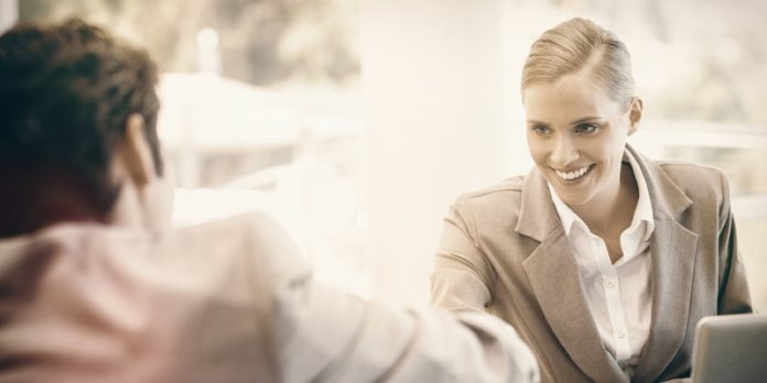 Vertrauensvolle Zusammenarbeit: Familiengeschäftsführer und Fremdmanager vertrauen sich (© fotolia/vectorfusionart)