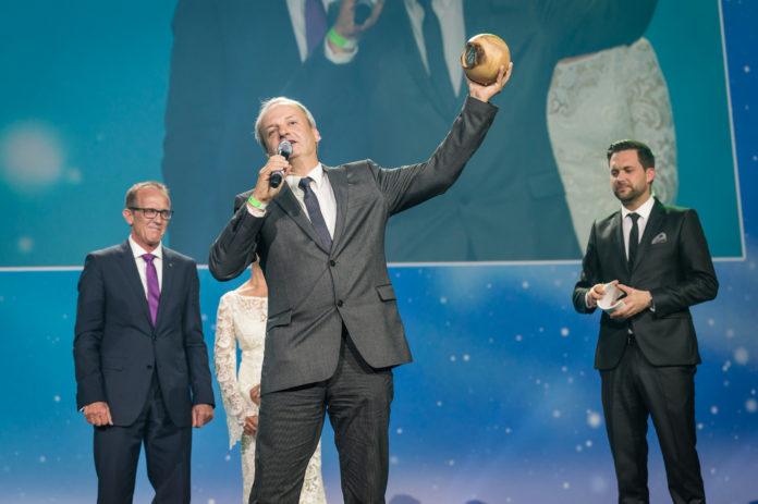 Stolzer Sieger: Jan Lorch, Geschäftsleiter Vertrieb und CSR bei Vaude, nahm den Greentec Award entgegen (© GreenTec Awards)