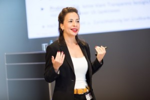 Zeigte Chancen für den Automobilbereich auf: Leila E. Alipour, Geschäftsführerin der UNICO Industrieprodukte Handels GmbH in Düsseldorf (© Anne Kreuz Fotografie)