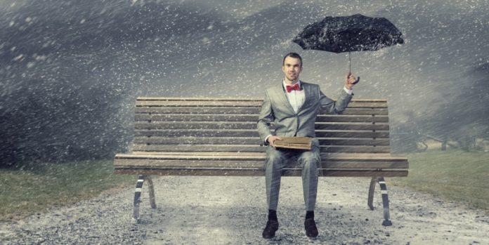 Retter in der Not: Dem Aufsichtsrat kommt in Krisenzeiten eine besondere Rolle zu (© fotolia/Sergey Nivens)