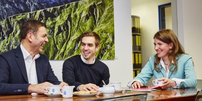 Wollen die Marke nach vorne bringen: Sixtus-Gesellschafter Franz Kroha und Philipp Lahm mit Geschäftsführerin Petra Reindl. (©Sixtus Werke Schliersee GmbH)