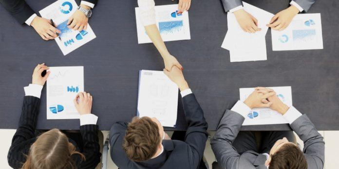 Komplexe Verhandlungen bis zum Schluss: Um einen Unternehmensverkauf erfolgreich zu gestalten, sollte man an viele Details denken.