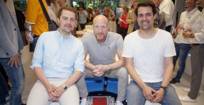 Prominenter Gast: Ex-Bayern Manager Matthias Sammer mit den Keller-Brüdern Jakob und Moritz bei der Eröffnung des neuen Stores.