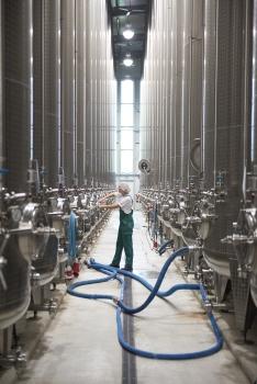 Tanklager von Voelkel: Der Biossafthersteller setzt Crowdlendig auch als Marketinginstrument ein.