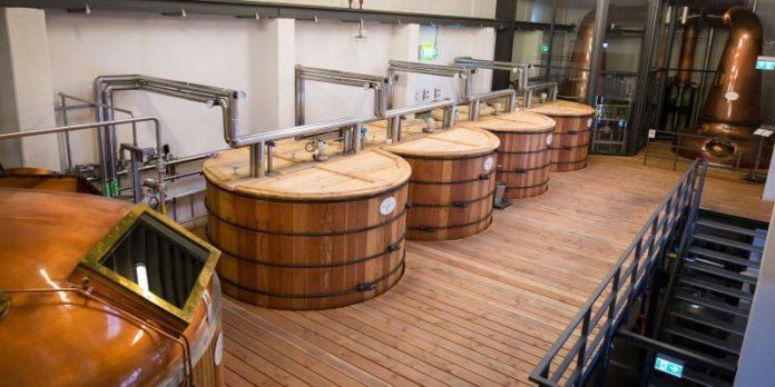 Produktion von Whisky in Rüdenau: Seit 2016 ist die Destillerie in Betrieb und will vom Boom in der Branche profitieren.
