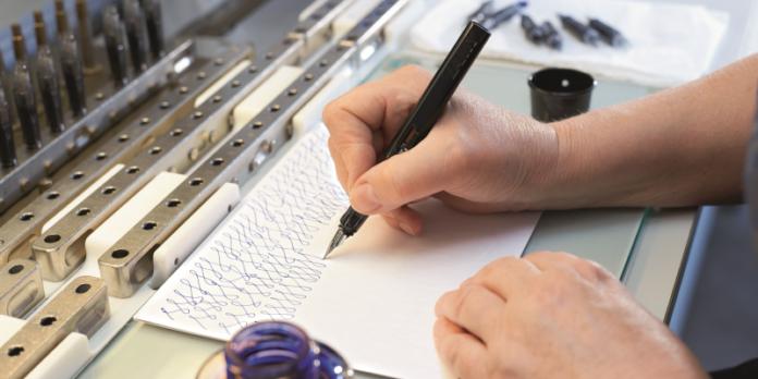 Schreibprobe von Lamy: Ein Unternehmen gegen den Trend strukturiert.