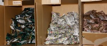 Kondome in Chipstüten: Die Verwendung soll positiv besetzt werden.