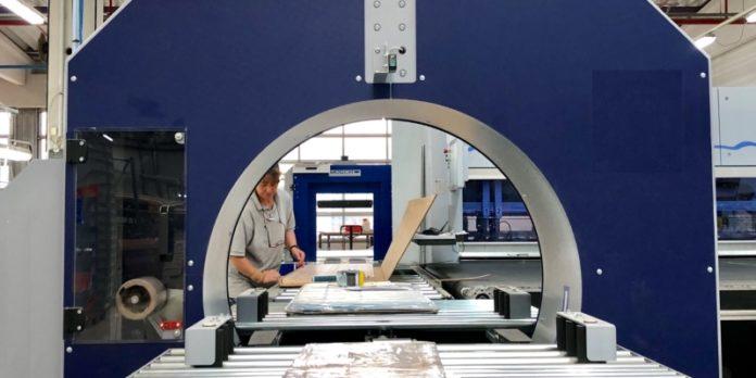 Produktion bei Plocher: Maßgeschneiderte Spanplatten für Schrankkränze oder Futonbetten.
