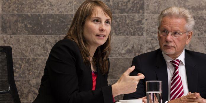 Dr. Manfred Wittenstein und Tochter Dr. Anna-Katharina Wittenstein beim Gespräch: Der neue Vorstand sollte den Weg für die nächste Generation bereiten.