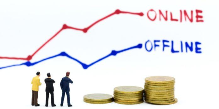 Vergleich Offline- und Onlinefinanzierung: Über Plattformen lassen sich neue Potentiale erschließen.