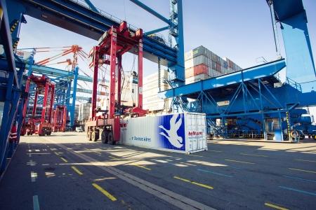 Seefracht-Container von Hellmann: Die Sparte konnte im vergangenen Geschäftsfjahr durch die Pleite der Reederei Hanjin kaum wachsen.