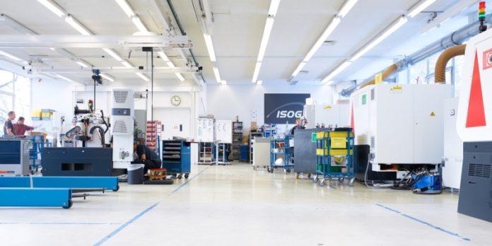 Fertigungshalle von Isog: Mit der neuen Generation von Schleifmaschinen soll sich auch die Servicequalität erhöhen.