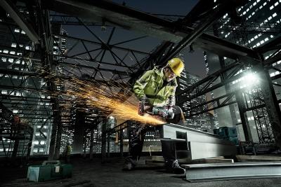 Metallbearbeitung auf einer Baustelle: Die Fokussierung auf professionelle Anwender war die wichtigste strategische Entscheidung von Horst Garbrecht.