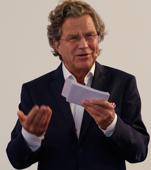 Florian Langenscheidt beim Eröffnungsvortrag: Gedanken über Familie, Glück und Marke.