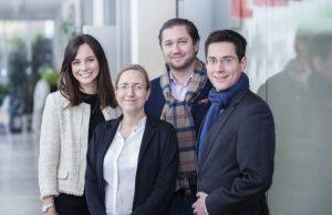 Merck Finck-Juniorprofessor Dr. Max Leitterstorf (ganz rechts), Philipp A. Bier, Antonia Schickinger (ganz links) und Prof. Dr. Nadine Kammerlander