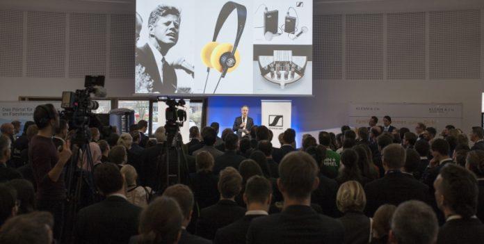 Die Eröffnungsrede von Andreas Sennheiser: Rückblick auf Vergangenes wie John F. Kennedy oder der HD 414 und Ausblick auf die Zukunft des Familienunternehmens.