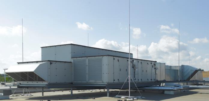 Lüftungsschächte auf einer Dachterrasse: Die Technik der Berlinder Luft sorgt für die richtige Belüftung und Temperatur.