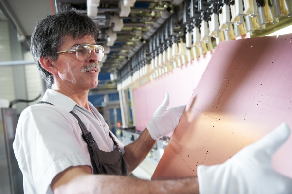 Kupferbad: Heute ist das Unternehmen drittgrößter Leiterplattenhersteller in Euorpa.
