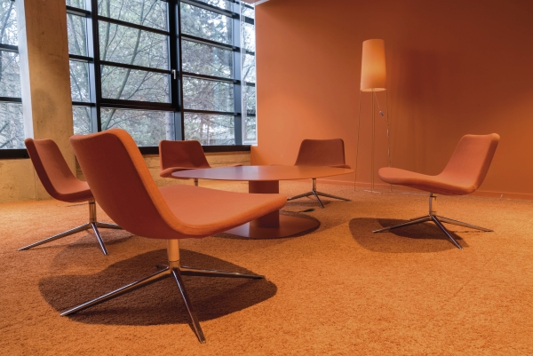 Meeting-Raum in Orange am neuen Standort: 2017 zog Iteratec von Unterhaching in den Münchner Osten.