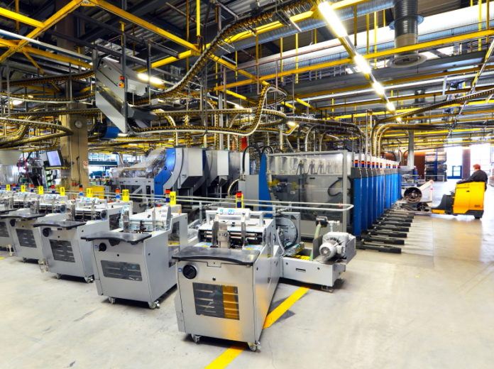 Maschinenpark einer Industrieanlage: Über die produktiven Teile eines Unternehmens kann diesem schnell Liquidität zugeführt werden.