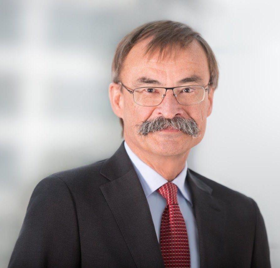 Porträt Dr. Volkhard Emmrich