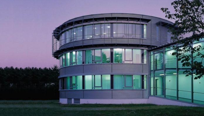Auf der zweiten Gläubigerversammlung der eterna Mode Holding GmbH Mitte Dezember hat die Mehrheit Gläubiger der Verlängerung der Anleihe zugestimmt.
