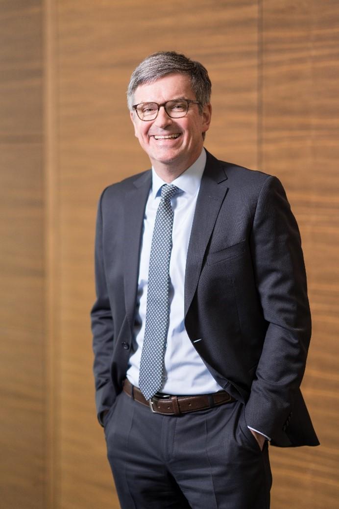 Jan Ciliax verantwortet als Vorstand Finanzen der Lapp Holding AG Controlling, Riskmanagement, Corporate Finance, Bilanzen, Steuern und Rechnungswesen.
