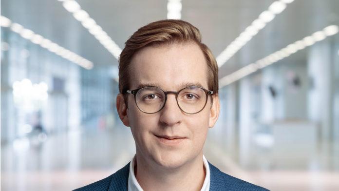 Marian Gerster ist zum Director bei der Boutique Investmentbank Saxenhammer & Co. ernannt worden. In dieser Rolle verantwortet er Marketing & Media.