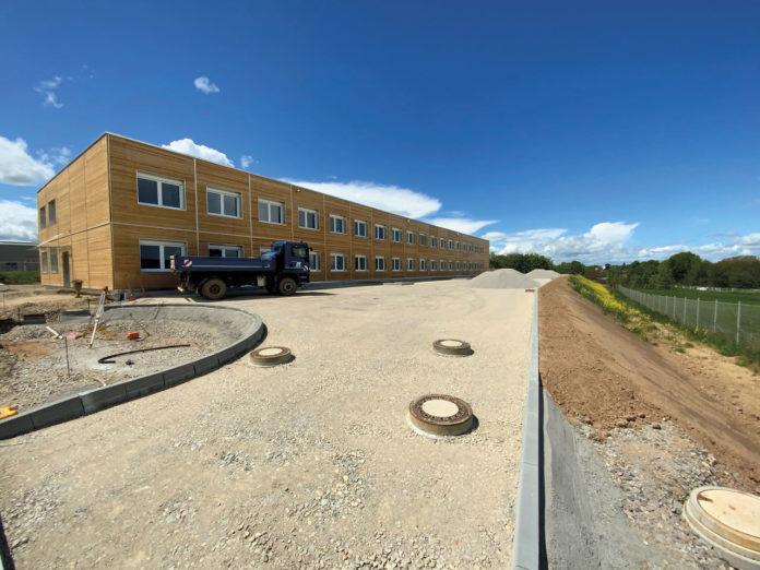 B plus L hat sich als Anbieter auf dem Gebiet der Baustelleneinrichtung und Baulogistik etabliert. Dafür hat es sich die DPE an Bord geholt.