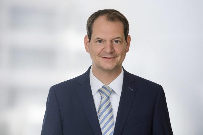 """Sarik Weber verantwortet als neuer Leiter das Competence Center """"Digitale Transformation"""" bei Dr. Wieselhuber & Partner (W&P)."""